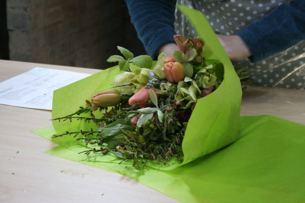 wrapping workshop bouquet May 2015